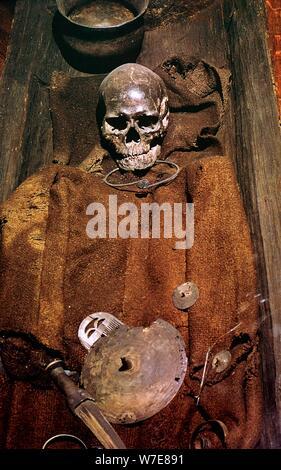 Début de l'âge du bronze l'enterrement du Danemark, 16ème siècle avant J.-C.. Artiste: Inconnu Banque D'Images