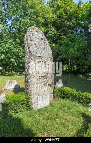 Pierre tombale de granit de l'Afrique de l'explorateur Henry Morton Stanley dans l'église de St Michel et tous les Anges de Pirbright, un village près de Woking, Surrey, UK Banque D'Images