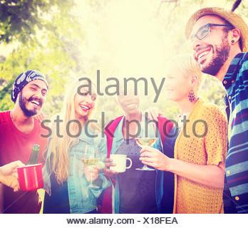 Ami célébrer vie joyeux pique-nique Party Concept Potable Banque D'Images