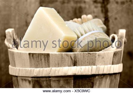 Une bassine avec accessoire de lavage Banque D'Images