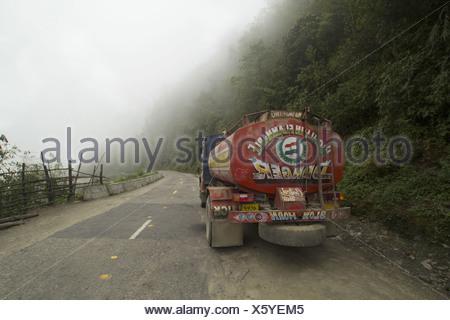 Chariot sur la route de haute altitude, de l'Arunachal Pradesh Banque D'Images