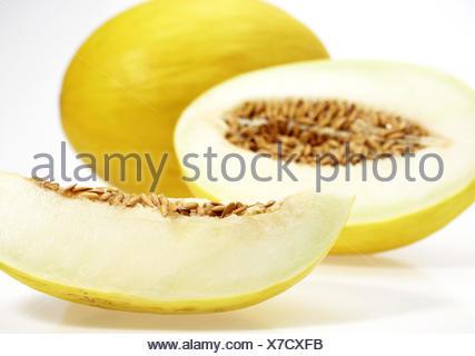 Melon canari jaune, jaune aussi melon de miel, Amarillo, Amarillo Tendral, sucre melon, Cucumis Melo, fond blanc, Banque D'Images