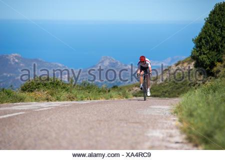 France, Corse, course cycliste de la route vers la caméra Banque D'Images