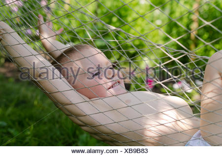 Cute little boy in a hammock Banque D'Images