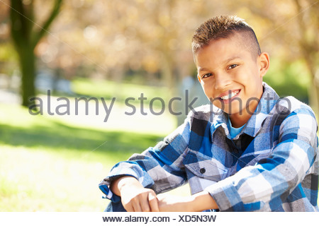 Portrait Of Boy in Countryside Banque D'Images
