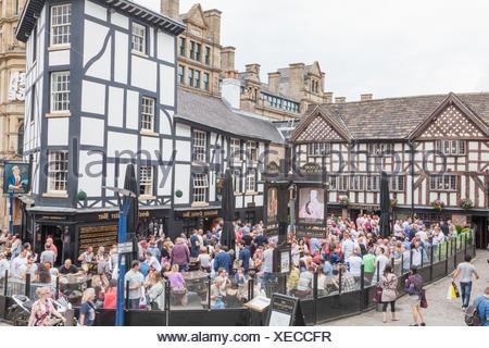 En Angleterre, Manchester, l'ancien pub Inn Wellington et Sinclairs Oyster Bar Banque D'Images