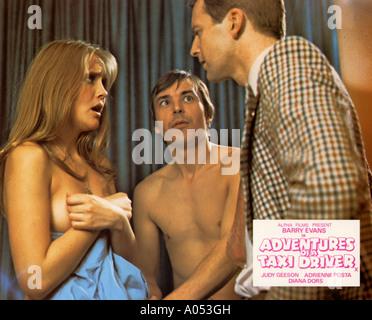 Aventures D'UN CHAUFFEUR DE TAXI 1975 film Alpha avec Barry Evans (centre) et Judy Geeson Banque D'Images