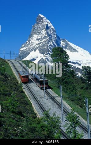 Locomotive suisse en face du Cervin Zermatt Valais Suisse Banque D'Images