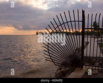 La plage de clôture en fer forgé Banque D'Images