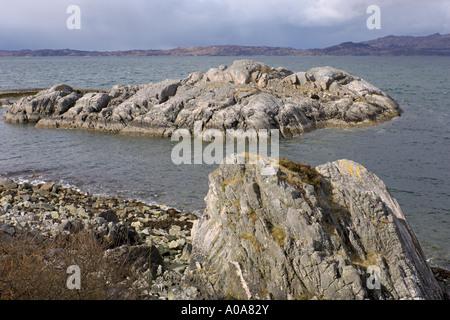 Rocky Loch Ailort Glenuig au son d'Arisaig Moidart A861 près de Fort William Highlands écossais Banque D'Images