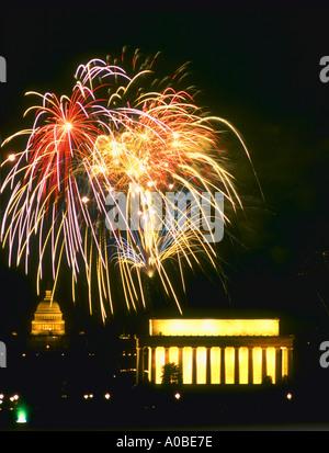 D'artifice au-dessus du Mall à Washington DC sur la quatrième de Juillet Banque D'Images