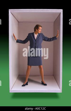 Businesswoman piégés dans fort Banque D'Images