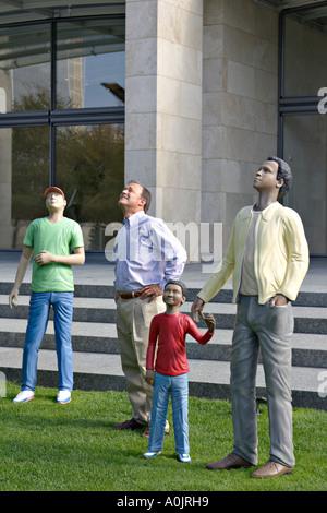 TEXAS Dallas à pied de la Sky Sculpture Nasher museum Centre Jonathan Borofsky jardin de sculptures en plein air Banque D'Images