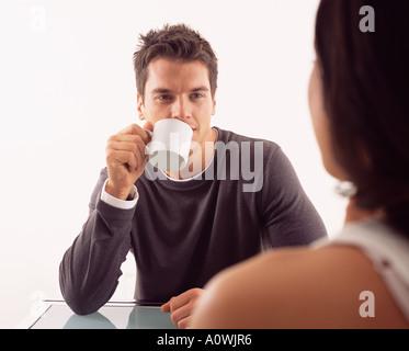 Un café avec l'homme femme