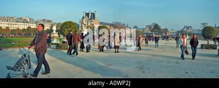 Paris, France, parcs publics 'Tuileries Park' en automne Personnes Promenading vue panoramique à l'extérieur de Banque D'Images