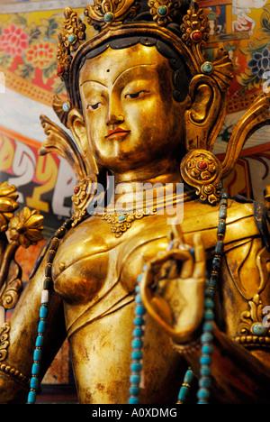 L'art bouddhiste asiatique importés et les chiffres de l'artisanat et des sculptures dans une boutique d'Ibiza Espagne Banque D'Images