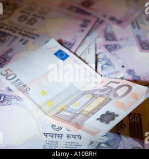 Portrait d'un billet de cinquante euros et billets indiens Banque D'Images