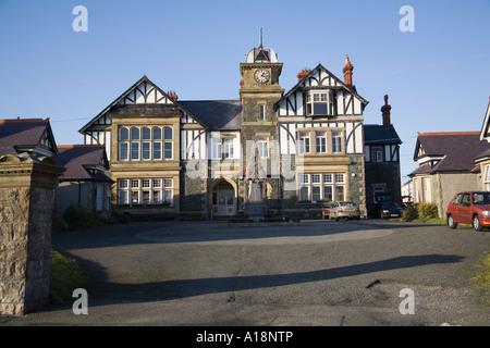 NEWBOROUGH ISLE OF ANGLESEY AU NORD DU PAYS DE GALLES UK Décembre l'Institut civique luxueux doué par Sir J. Pritchard Jones