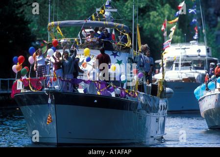 Washington Seattle bateaux défilé Montlake couper le jour de l'ouverture de saison de navigation d'été Banque D'Images