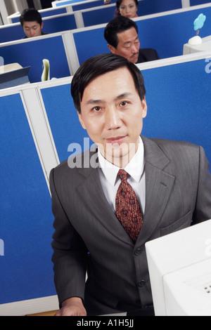 Les dirigeants d'entreprise de travailler dans un bureau