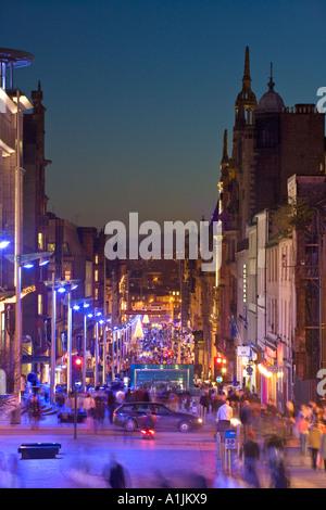 LATE NIGHT SHOPPING À Noël dans la région de Buchanan Street Glasgow Ecosse Banque D'Images