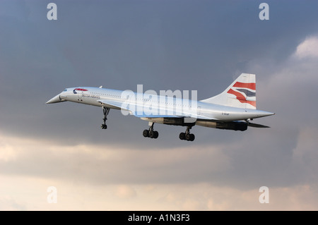 Dernier vol commercial concorde arrivant à l'aéroport d'Heathrow Banque D'Images