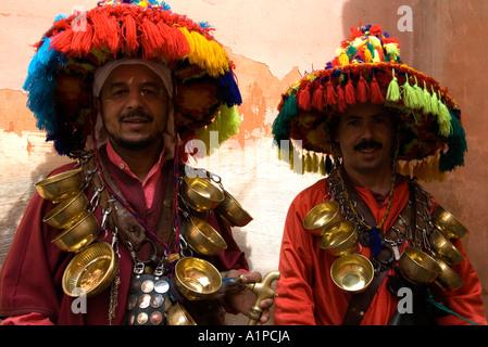Deux vendeurs d'eau dans la médina de Marrakech, Maroc Banque D'Images