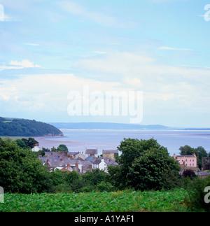 Une vue de Laugharne, où Dylan Thomas a vécu pendant plusieurs années sur l'estuaire de Taf Carmarthenshire Wales Banque D'Images