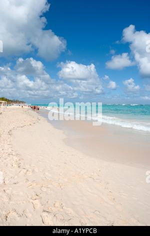 Bavaro Beach à l'extrémité occidentale par l'hôtels Riu, Bavaro/Punta Cana, République Dominicaine Banque D'Images