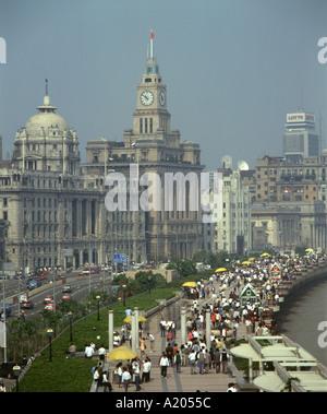 Le Bund, comme il est apparu dans les années 1990, le long de la rive de la rivière à Shanghai, en Chine. Banque D'Images