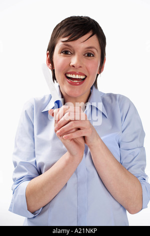 Woman Holding Test de Grossesse Banque D'Images