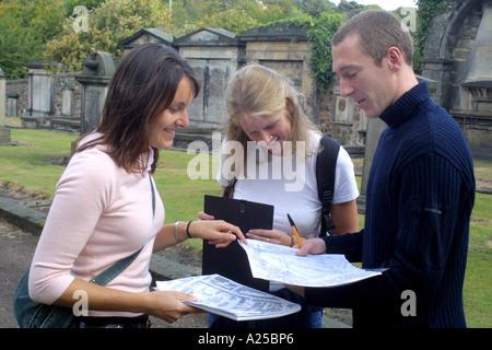 La formation des enseignants sur une sortie de travailler sur projet pour les études sociales urbaines. Banque D'Images