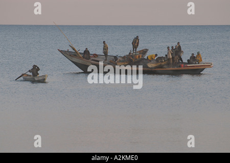 Bateau de pêche sur le lac Tanganyika Banque D'Images
