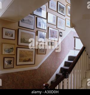 Escalier et mur d'images et de dessins Banque D'Images