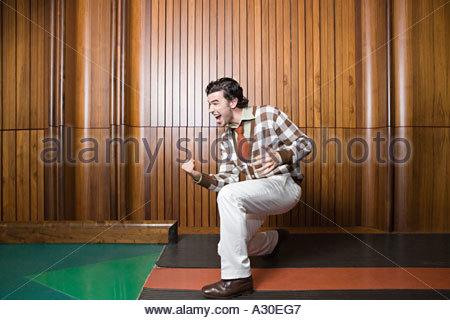 L'homme de célébrer le succès de bowling Banque D'Images