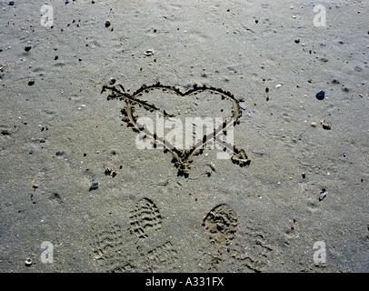 Un cœur dessiné sur le sable Banque D'Images
