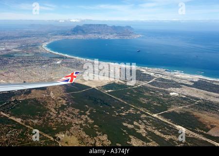 Vue sur la ville de Cape Town Afrique du Sud à partir de la fenêtre d'un avion Virgin Atlantic.