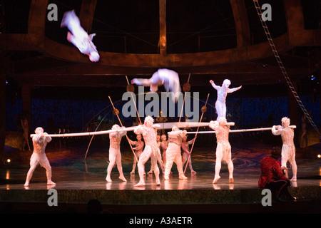 Le Cirque Du Soleil Alegria la scène au Royal Albert Hall de Londres Banque D'Images
