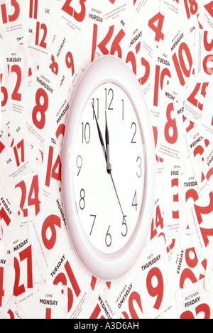 Date Heure rendez-vous de calendrier à l'aide d'image animée déformée écrasés d'horloge et date de l'année manipulé Banque D'Images