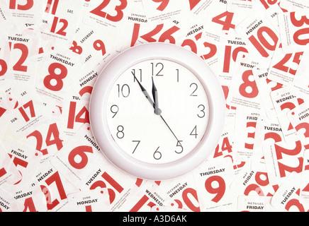 Date Heure rendez-vous de calendrier occupé conceptual image à l'aide d'une horloge et date de l'année Banque D'Images