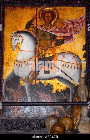 Icône de Saint Georges sur un cheval avec cire figure à l'église les dons en Guezelyurt Agios Mamas Morfou Chypre Banque D'Images
