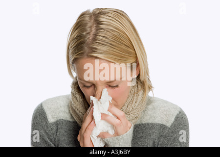 Woman blowing nose Banque D'Images