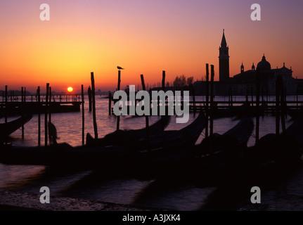 San Giorgio Maggiore de Venise à l'aube sunrise de la Molo gondoles de Venise Vénétie Italie originaux