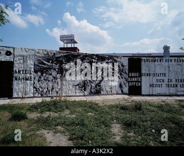 D-Berlin, lieu commémoratif en l'honneur des morts, au mur de Berlin, le mur de Berlin était la frontière entre Banque D'Images