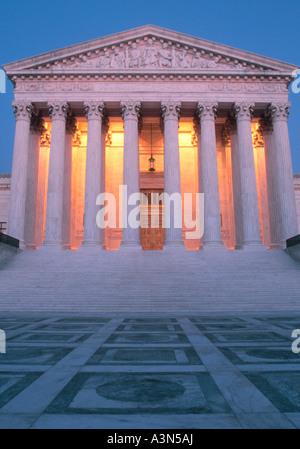 Washington DC Cour Suprême des États-Unis nuit crépuscule crépuscule allumé Banque D'Images