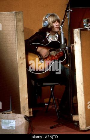 ROLLING STONES - Brian Jones inscription bande originale du film One Plus One en juin 1968. Photo Tony Gale Banque D'Images
