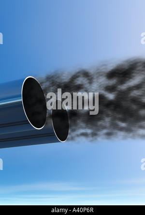 Tuyau d'échappement et les gaz d'échappement noir en sortir Auspuff herausströmende Rauchwolken Abgase und schwarze Banque D'Images