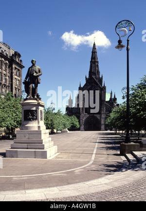 La cathédrale de Glasgow et de l'Enceinte avec statue de David Livingstone Banque D'Images