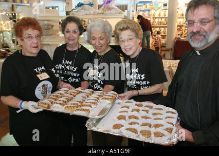 Coral Gables Miami Floride Saint Sophia cathédrale grecque orthodoxe pasteur senior women Festival d'aliments ethniques Banque D'Images