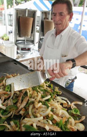 Coral Gables Miami Floride Saint Sophia cathédrale grecque orthodoxe d'aliments ethniques cook Festival Oignons Banque D'Images